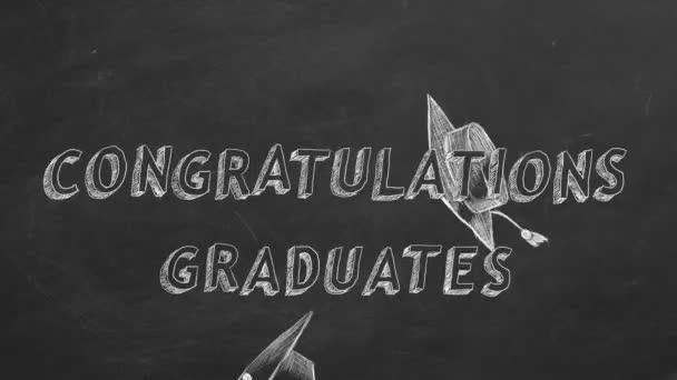 Ruční text Absolventi Blahopřejeme a maturitní čepičky na tabuli.