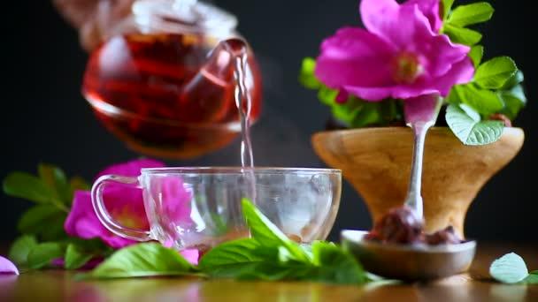 tea menta, csipkebogyó készült