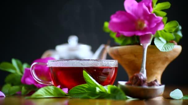 čaj z šípky s mátou