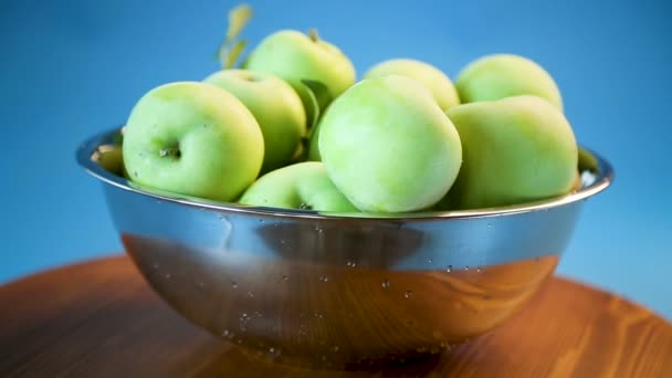 juicy apples green in a bowl on a blue