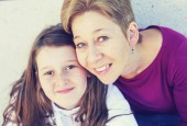 Portrét matky s dospívající dcerou. Teenage problémy