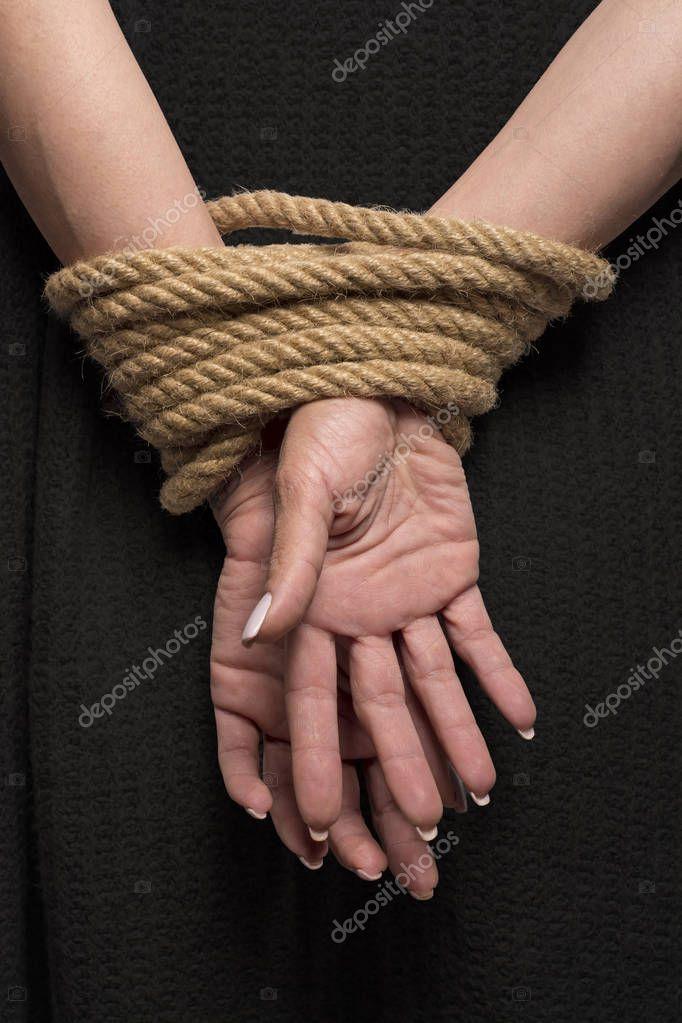 Секс с длинным членом и связанными руками