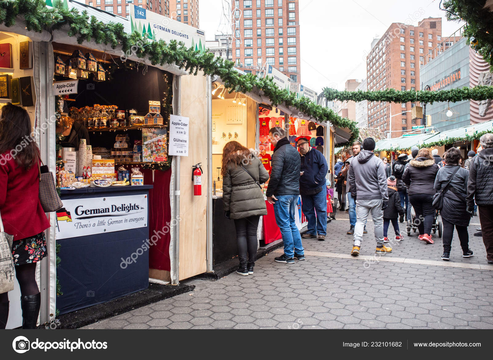 Christmas Market New York City.New York City December 2018 View People Christmas Shopping