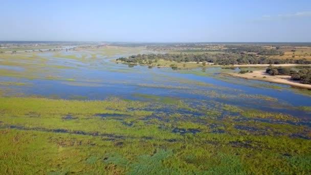 Delta řeky Okavango na hranici Namibie a Angoly