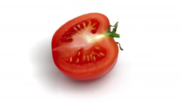 Nakrájené rajče izolované na bílém pozadí