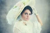 krásná žena v klobouku velké viktoriánské nebo edvardovské éry