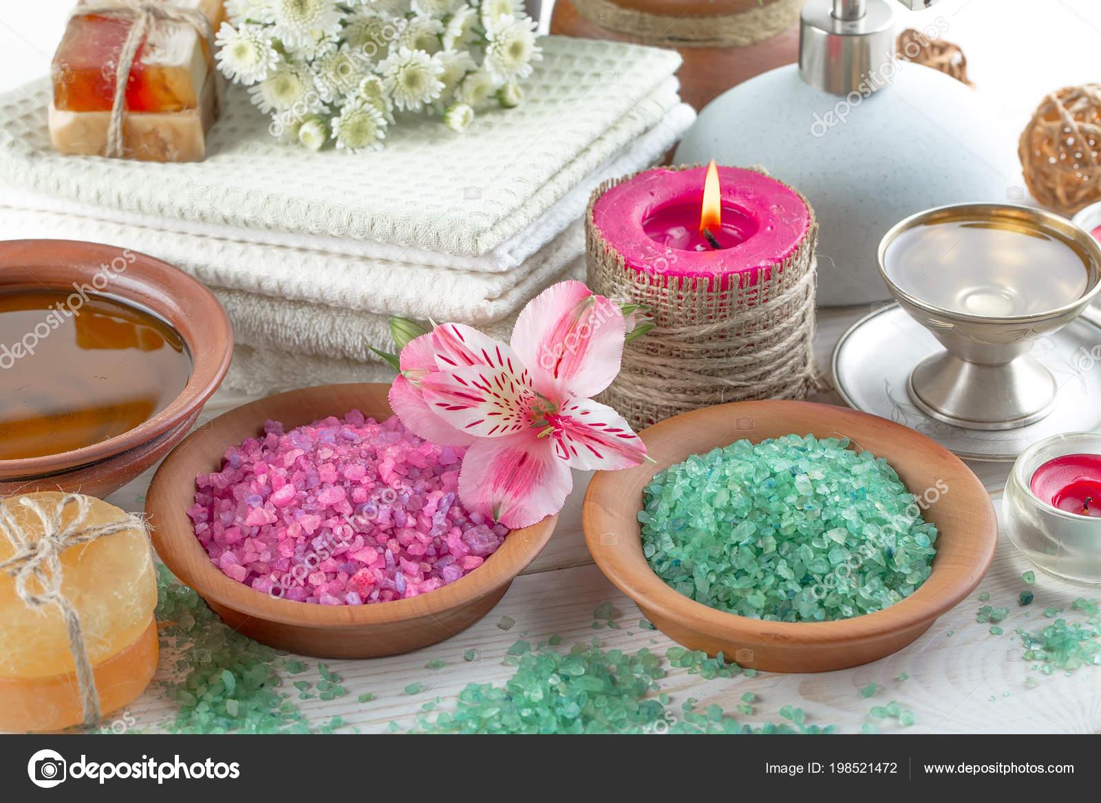 online retailer stable quality new style Accessoires Spa Pour Massage Dans Une Composition Sur Fond ...
