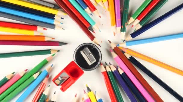 Barevné tužky pro kreslení v pohybu