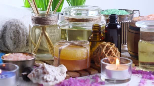 Položky pro lázně masáž ve složení na stůl