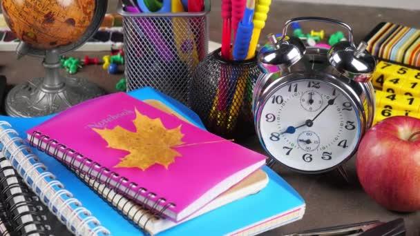 Zpátky do školy. Školní potřeby pro kurzy a lekce.