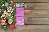 Veselé Vánoce, pohlednice s dárky a vánoční ozdoby.