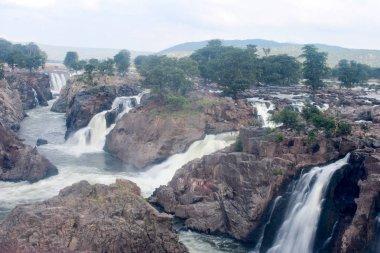 Numerous waterfalls in Hogenakkal