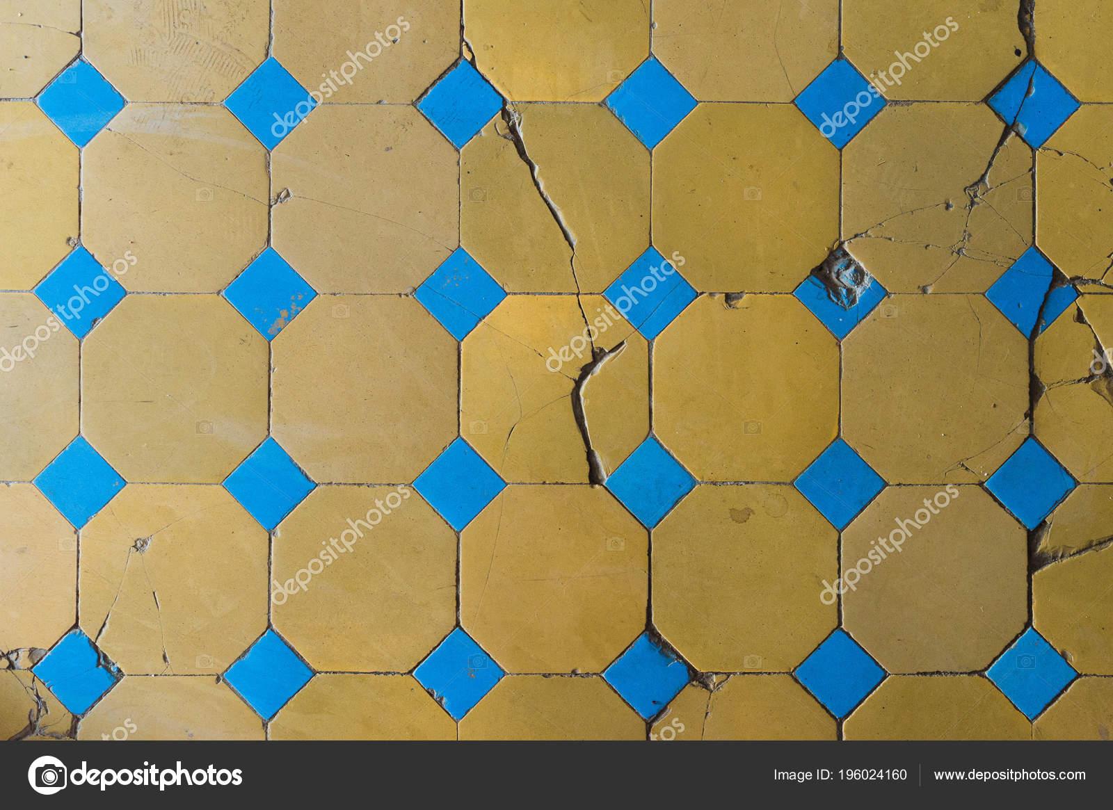 Fußboden Fliesen Muster ~ Nahaufnahme von einem alten fußboden fliese mit einem zweifarbigen