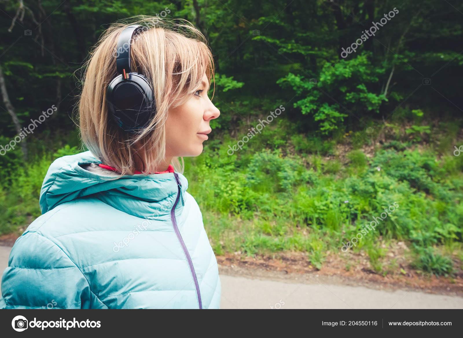 Порно девушки блондинки в спортивных куртках
