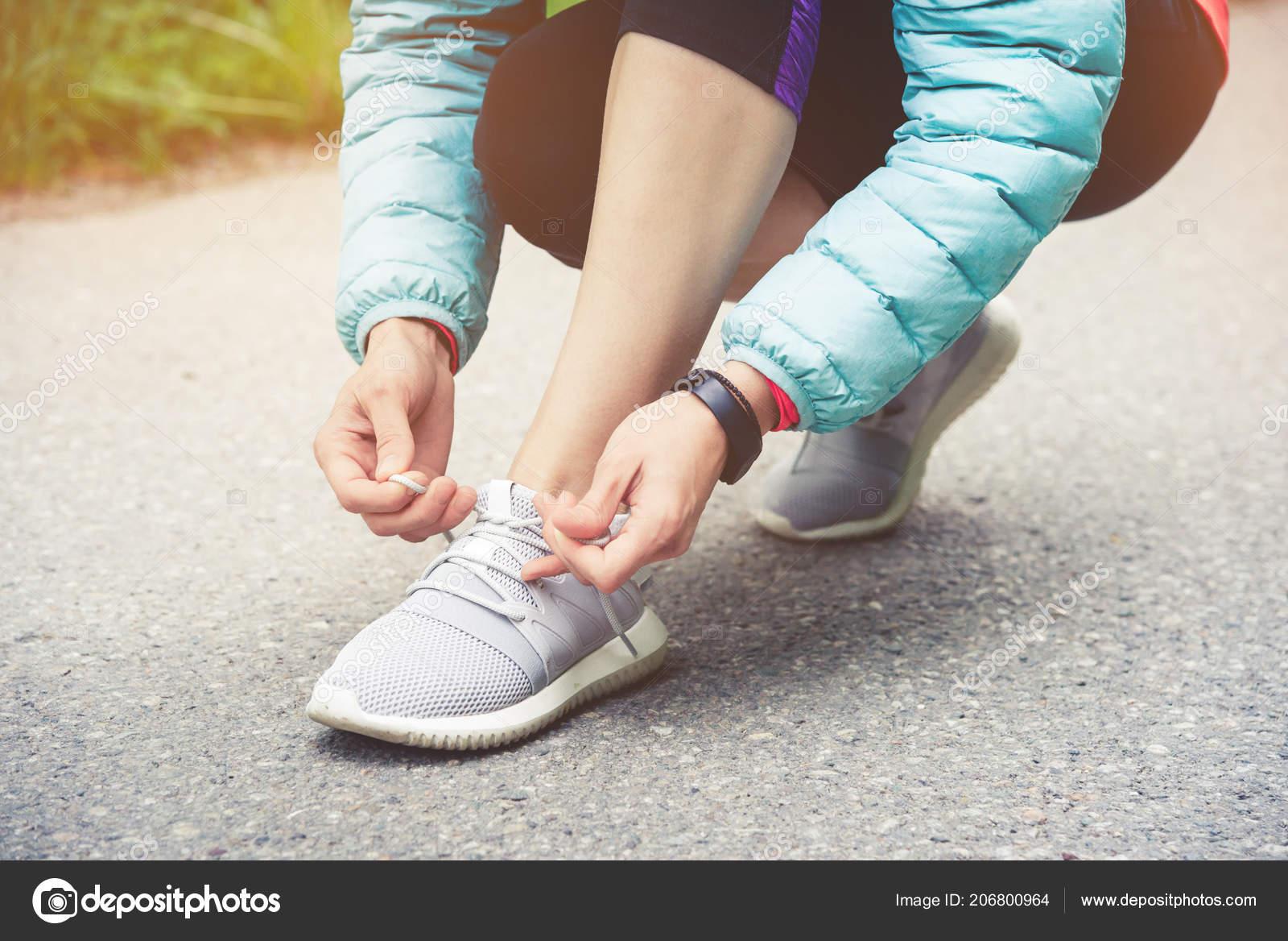 De Coureur Sur Jogging Lier Chaussures Lacets Les Ses Fille dwwOaqC