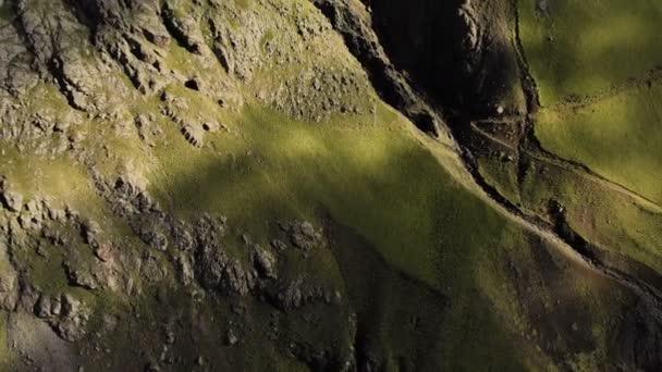 Vertikální panorama skalní stěny hřebene. Létání od zpět. Severní Kavkaz. Rusko