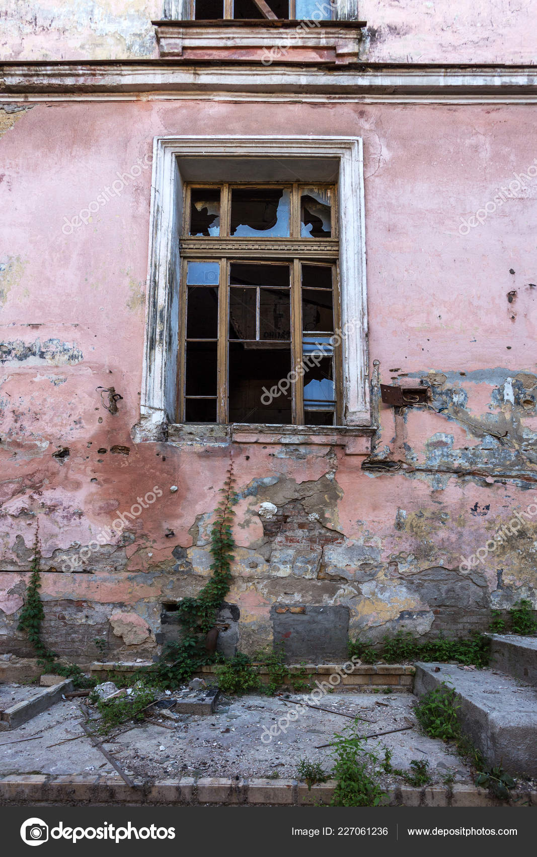 Groovy Broken Glass Windows Old Abandoned Mystical House Horror Download Free Architecture Designs Itiscsunscenecom