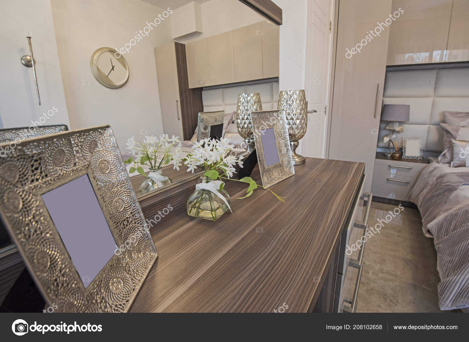 Ameublement décoration design dintérieur de luxe voir la maison chambre avec coiffeuse et un lit double image de
