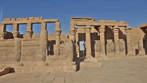 Hieroglypic faragványok és ókori egyiptomi Temple of Isis: Philae Island Aswan oszlopai