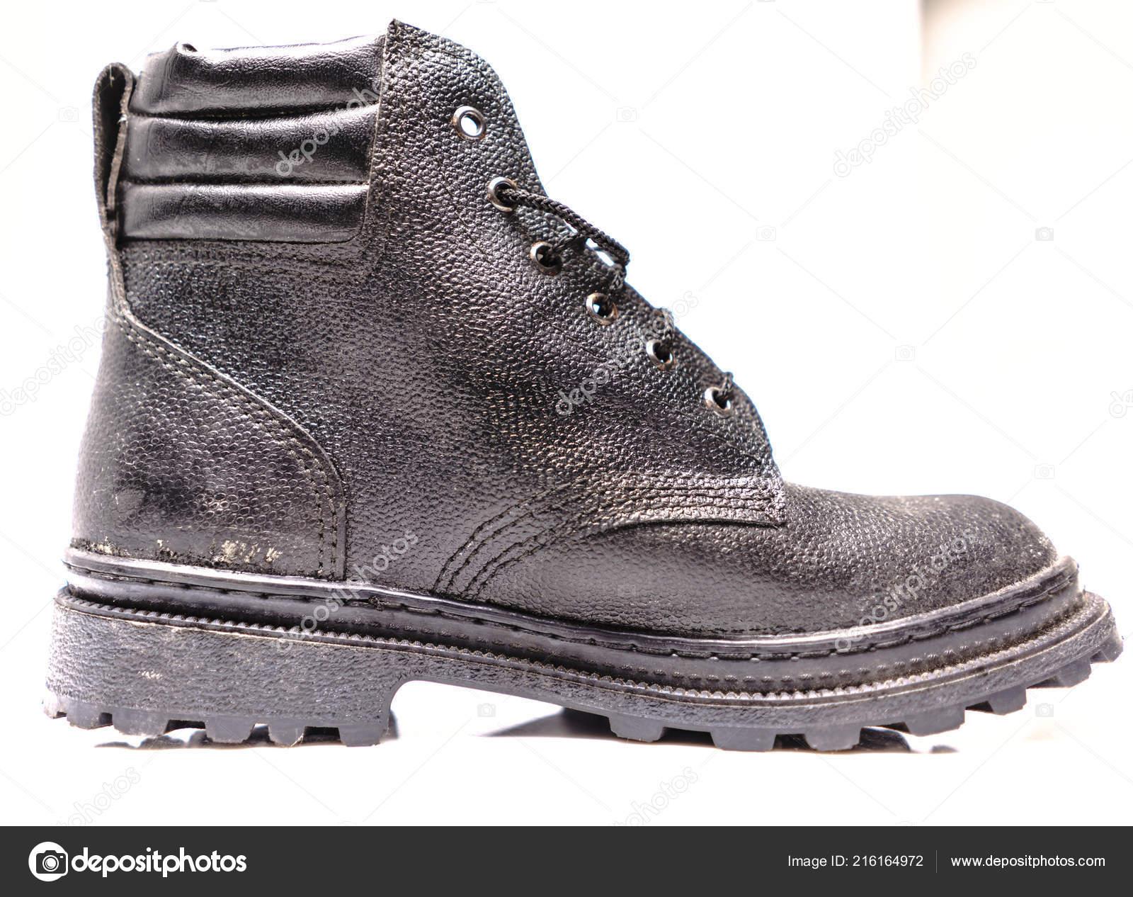 d548c74b658e4 Sapatos de proteção trabalhador — Stock Photo © Supertrooper  216164972