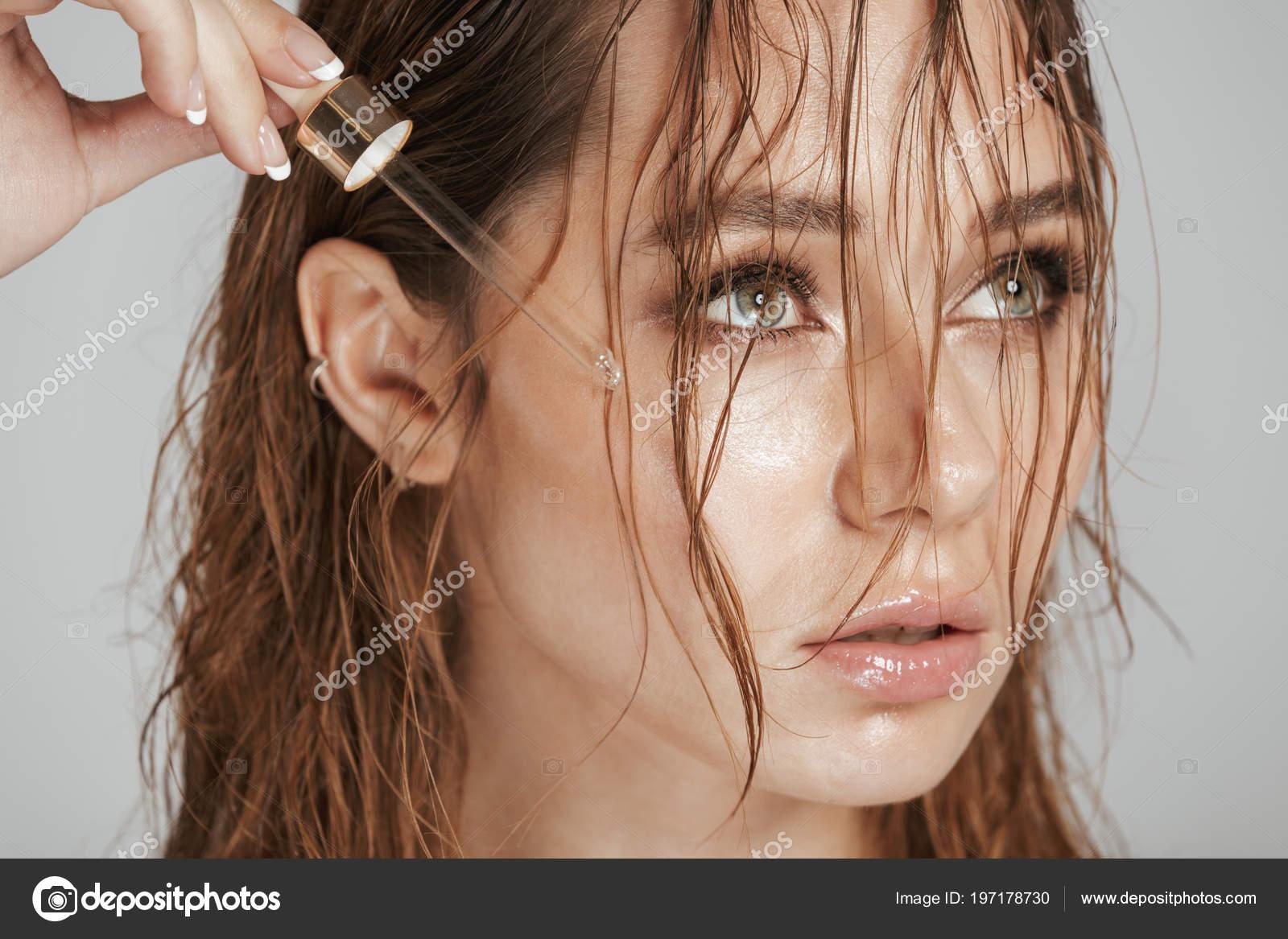 Фото мокрой женской дырки, Мокрые киски девок 65 фото 19 фотография