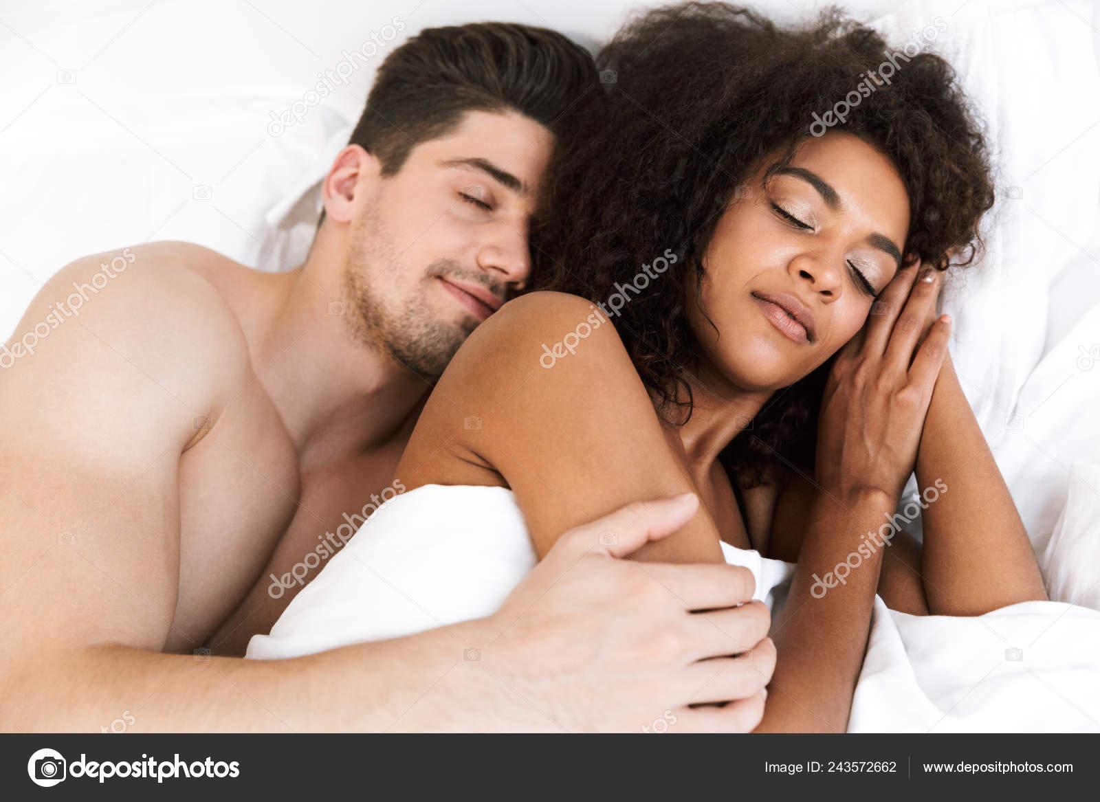 Волосатые спящей подруге лесби порно