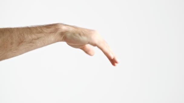 Oříznutý pohled člověka zobrazující pohyb vlny s rukou přes bílou pozadí izolovaný