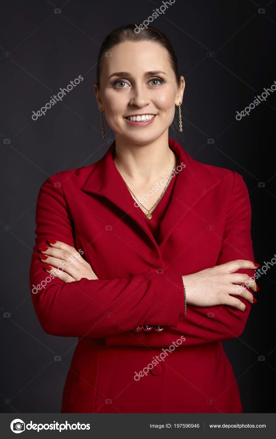 1c26b515a Retrato Mujer Negocios Joven Elegante Una Chaqueta Roja Con Blanca ...
