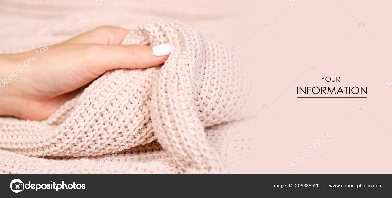 Beige Gebreide Trui.Beige Gebreide Trui Textuur Stof Textiel Vrouwelijke Hand Macro