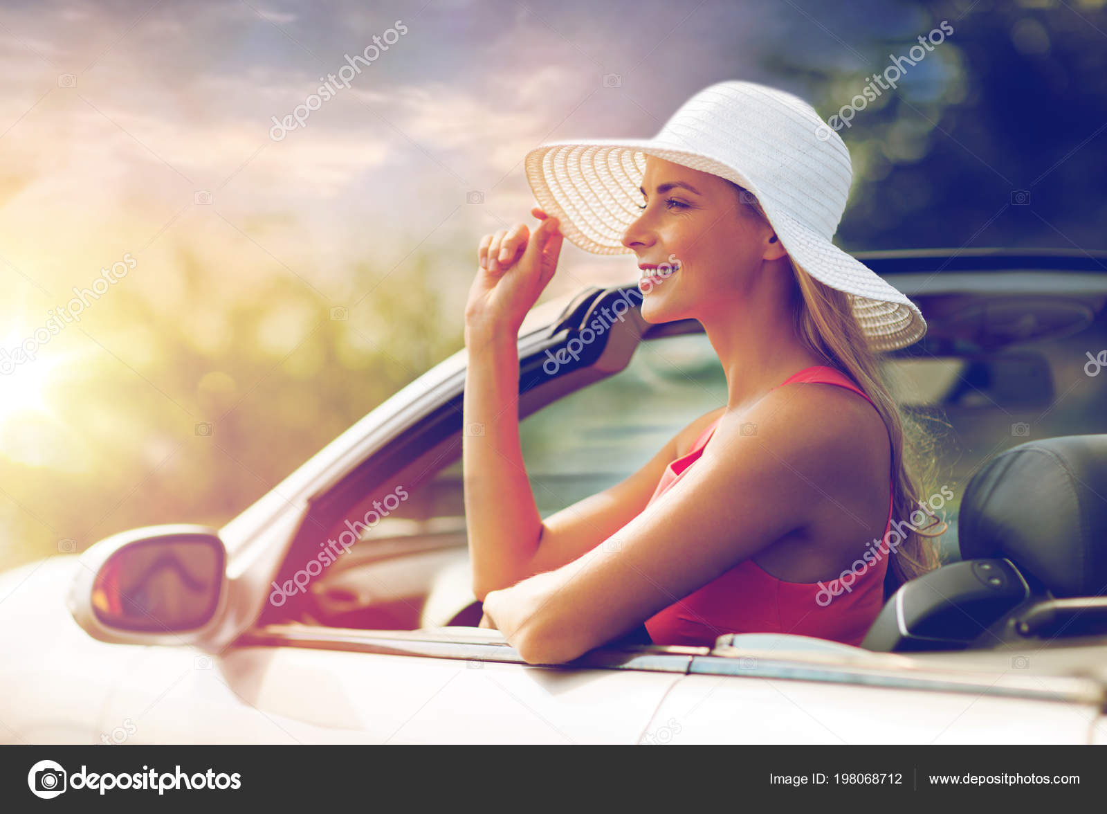 ce7ee9a210266 happy young woman in convertible car — Stock Photo ...