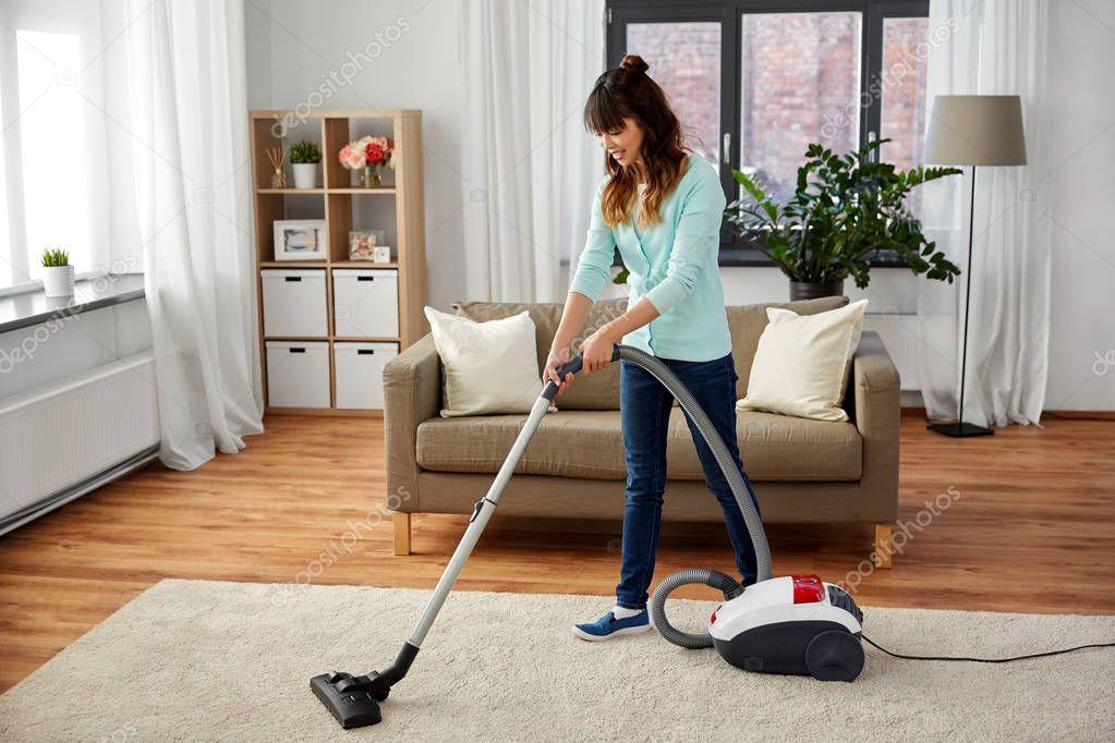 домашние развлечения домохозяйки с пылесосом