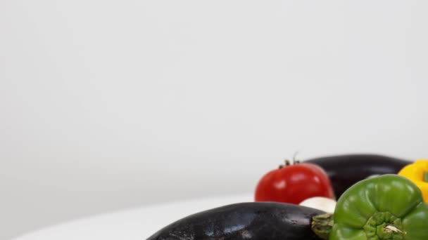 Zavřít pohled na čerstvou zeleninu na kuchyňském stole