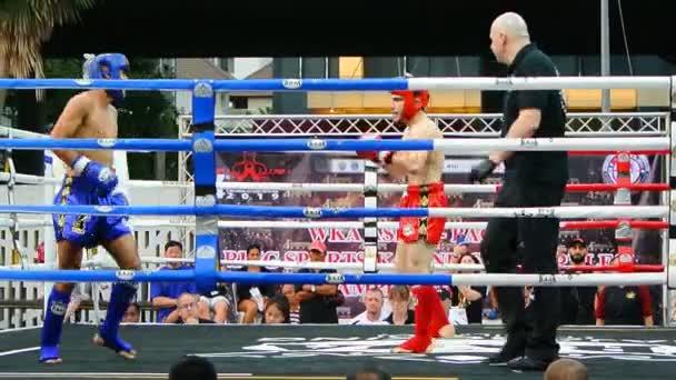 bangkok, thailand - 15 mar: unbekannter Kickboxkämpfer kämpft am 15. märz 2019 in bangkok, thailand