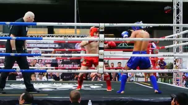 Bangkok, Thailand-15 Mar: Unidentifizierter Kick Boxkämpfer kämpft am Boxring am 15. März 2019 in Bangkok, Thailand