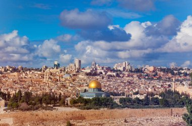 Scenic view of Jerusalem cityscape with Dome of the Rock and Western Wall in the foreground