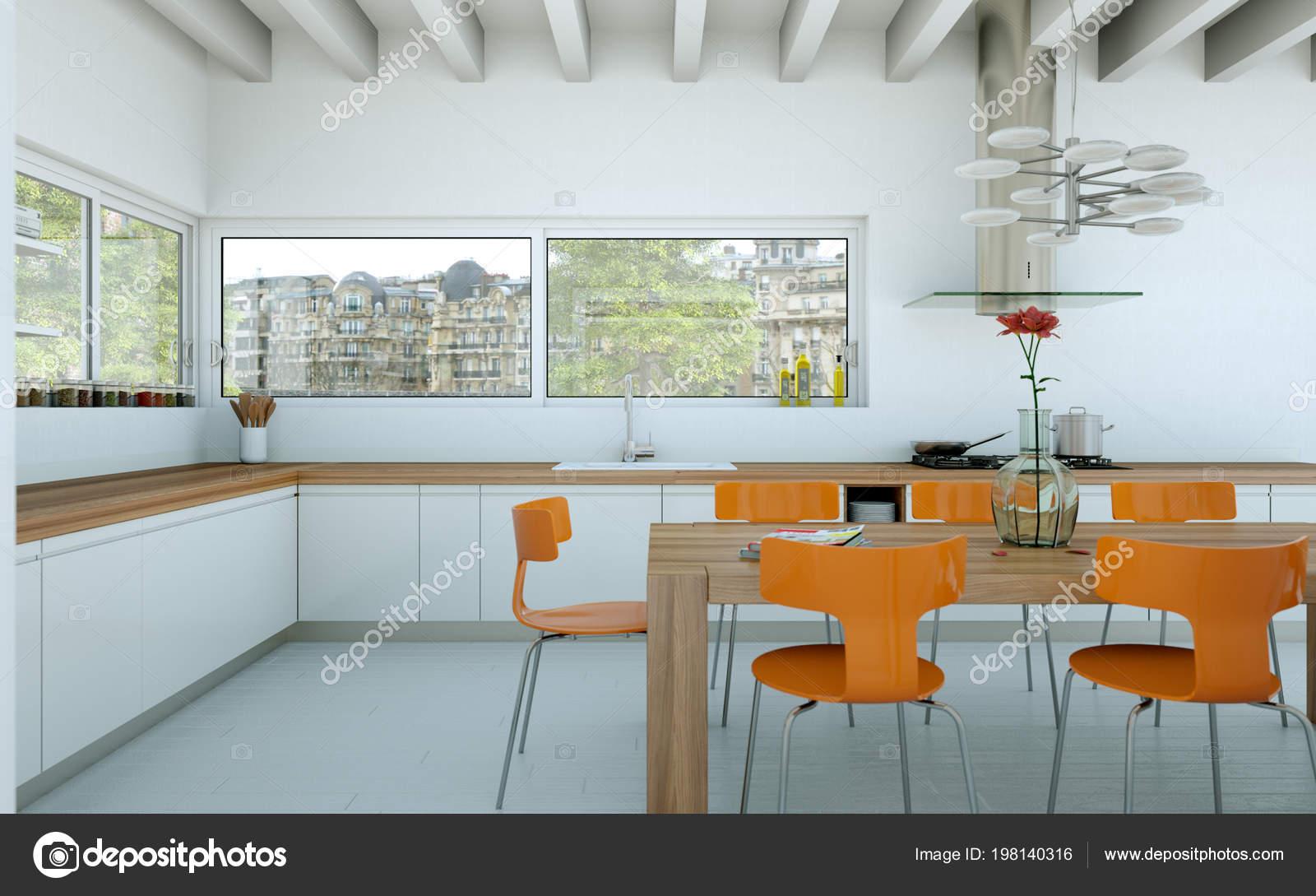 Cucina moderna bianca in una casa con tavolo in legno e sedie ...