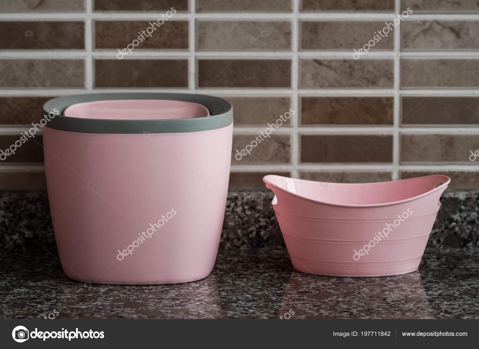 Boîte Petite Poubelle Plastique Rose Pour Cuisine ...