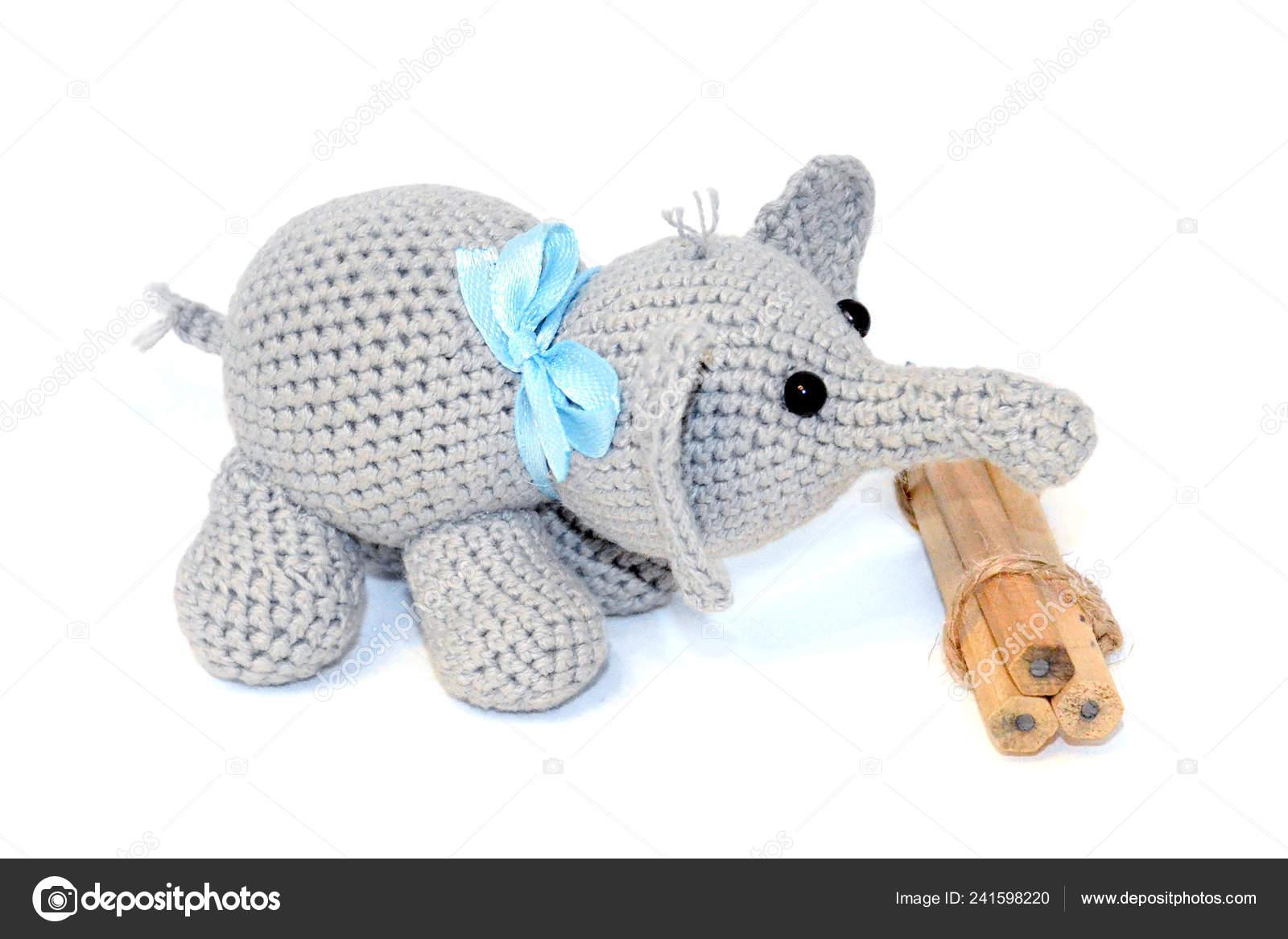 Free Crochet Pattern: Elephant Appliqué - Natalina Craft   1167x1600