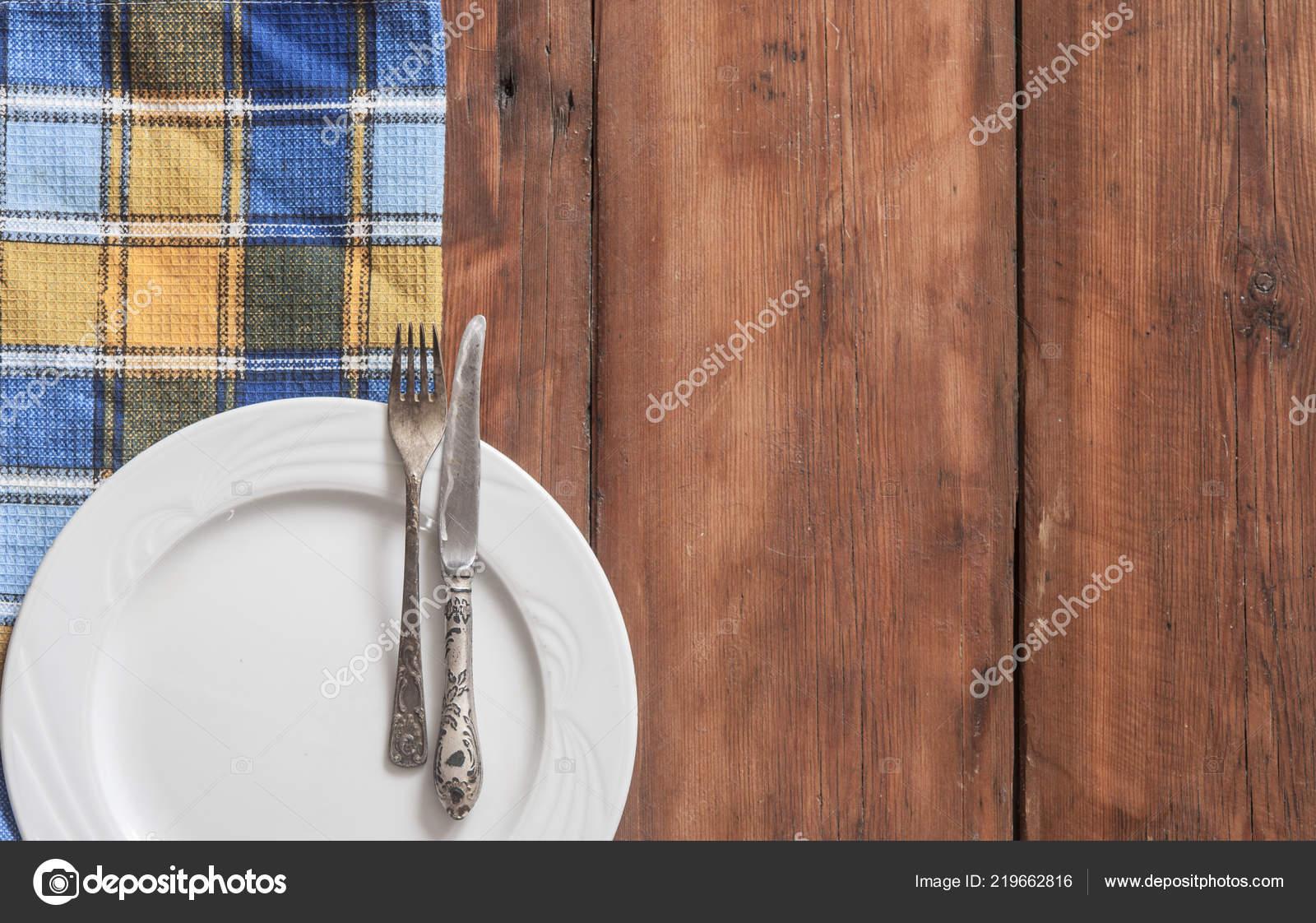 Rustikale Tischdekoration Mit Besteck Und Bunte Serviette Auf