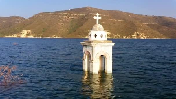 Kostel sv. Mikuláše z Alassy. Přehrada Kouris, okres Limassol, Kypr