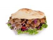 Turecký Döner Kebab sendvič na bílém pozadí