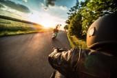 Fotografie Motorradlenker auf Alpenautobahn unterwegs, Lenkerblick, Österreich, Europa.