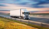 Fotografie Náklaďák s kontejnerem na silnici, nákladní doprava koncept