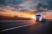 Fotografie Náklaďák s kontejnerem na dálnici, nákladní doprava koncept. Holení efekt