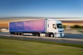 Fotografie Náklaďák s kontejnerem na silnici, nákladní doprava koncept.