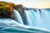 erstaunlicher Godafoss-Wasserfall in Island bei Sonnenuntergang