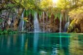 Nádherná scenérie národního parku Plitvice jezer v Chorvatsku