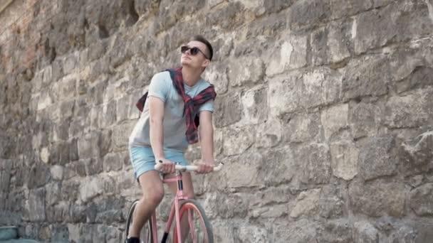 Boy cykly u stěny