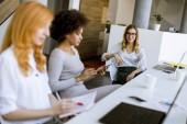 Fotografie Práci v moderní kanceláři mladé podnikatelky