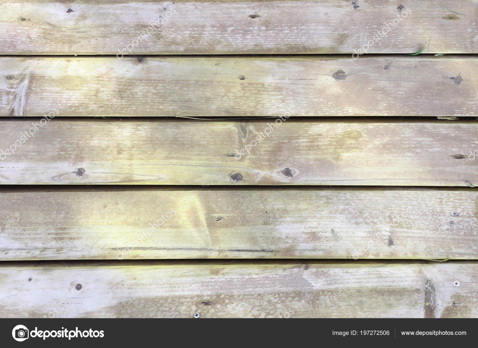 Mooie Houten Plank Voor Aan De Muur.Een Oude Houten Muur Gemaakt Van Planken Gele Ongebruikelijke Plaque